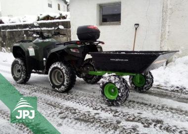 Terénní vozík s plastovou korbou a ATV čtyřkolka